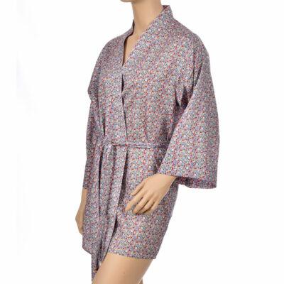 Kimono en satin de coton fleurs, style liberty. Kimono haut de gamme en coton très doux et naturel. Déshabillé en satin chic et classe