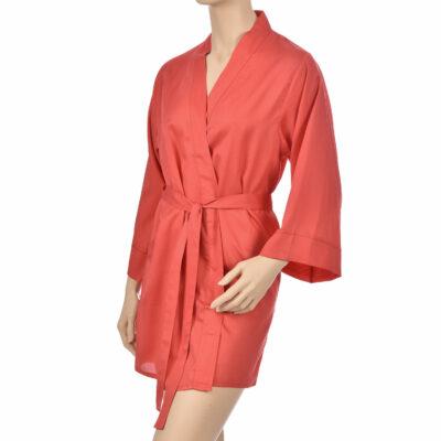 Kimono en satin de coton de couleur rouge. Kimono haut de gamme en coton très doux et naturel. Déshabillé en satin chic et classe