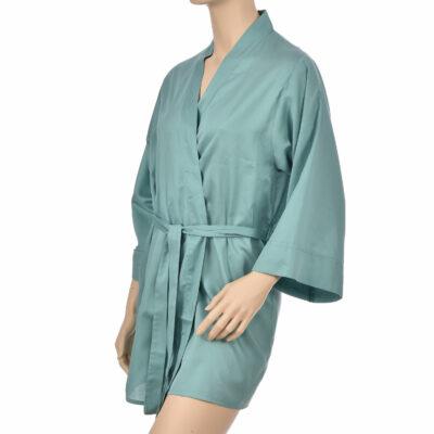 Kimono en satin de coton de couleur verte. Kimono haut de gamme en coton très doux et naturel. Déshabillé en satin chic et classe
