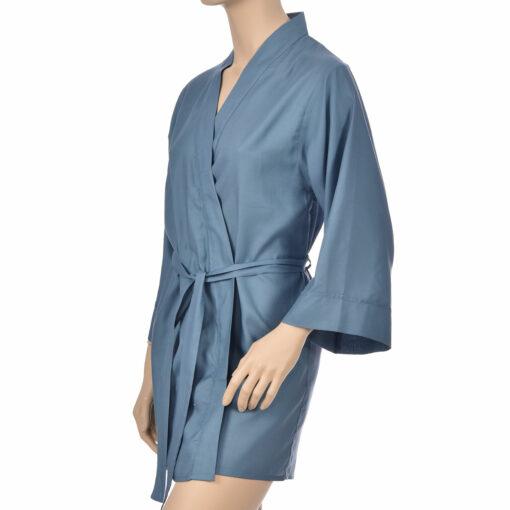 Kimono en satin de coton de couleur bleu. Kimono haut de gamme en coton très doux et naturel. Déshabillé en satin chic et classe